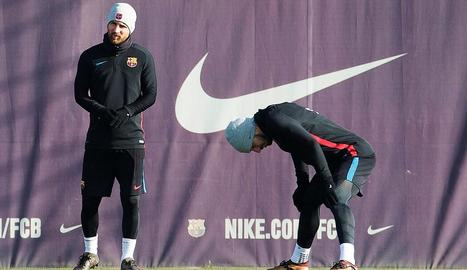Messi i Luis Suárez, que no van viatjar a Vigo, durant l'entrenament de la plantilla barcelonista.