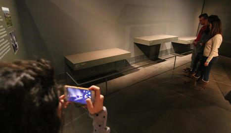 Peanyes buides al Museu de Lleida, que exhibien peces de Sixena.