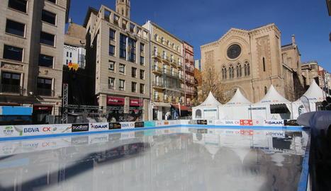 La pista de gel de Lleida, fora de servei ahir per la calor.