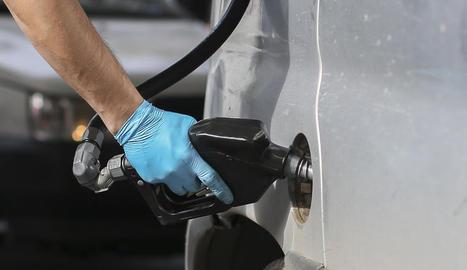 El preu dels combustibles, però el del gasoil en concret, comencen l'any en màxims.