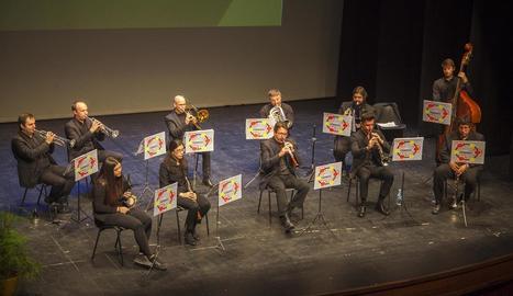 La Cobla Tàrrega, ahir al Teatre Ateneu de la capital de l'Urgell.