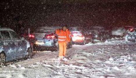 El tenporal atrapa milers de persones a la Península i deixa fortes nevades al Pirineu lleidatà