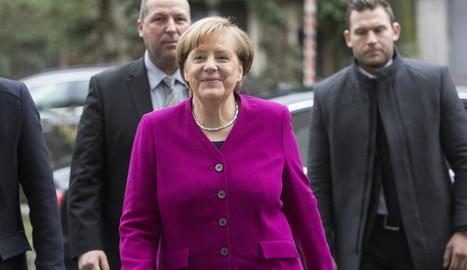 Angela Merkel, a l'arribar a la reunió amb Schulz.