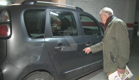 Nombrosos cotxes van aparèixer amb les carrosseries colpejades i ratllades.