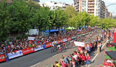 Una vista de l'arribada de la Vuelta el 2015 amb l'esprint a Prat de la Riba, on va guanyar Van Poppel.