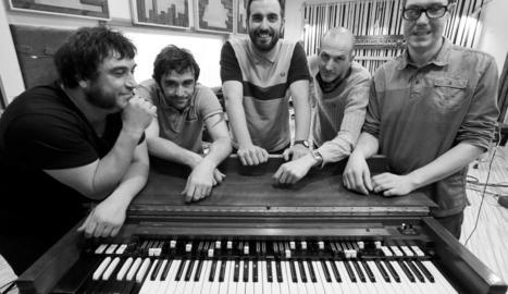 El quintet, liderat pel cantant lleidatà Pau Llop.