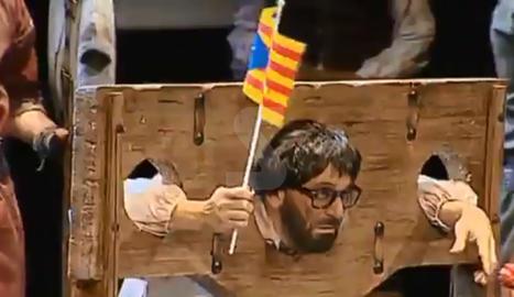 VÍDEO. Una 'chirigota' degolla Puigdemont
