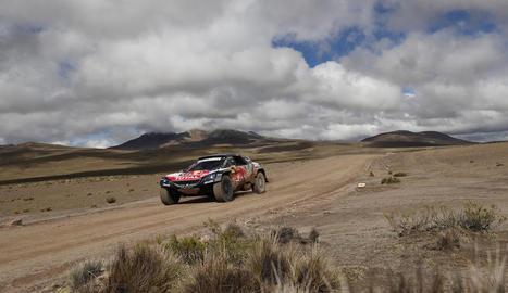 Carlos Sainz, durant la sisena etapa del Dakar, en la qual va sumar la seua primera victòria de l'edició.