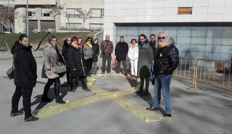 Llaç groc ahir al Museu de Lleida del personal de Cultura.