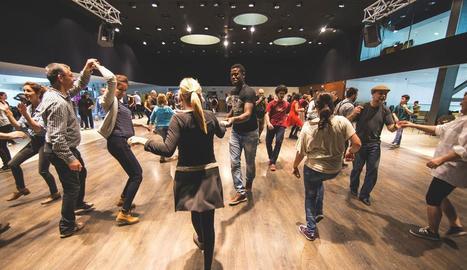 Festa dedicada al swing, organitzada per l'escola Dancescape!.