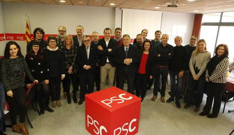 Foto de grup de l'esmorzar del PSC de Lleida amb els mitjans