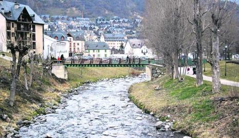 La Garona al seu pas per Vielha.