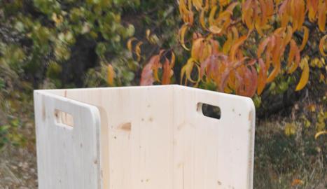 materials creats pel miquel. D'esquerra a dreta, la rampa i la cadira Pikler. I la paleta de colors d'Arno Stern.