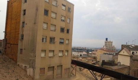 L'edifici que s'enderrocarà per seguir amb la recuperació del call.