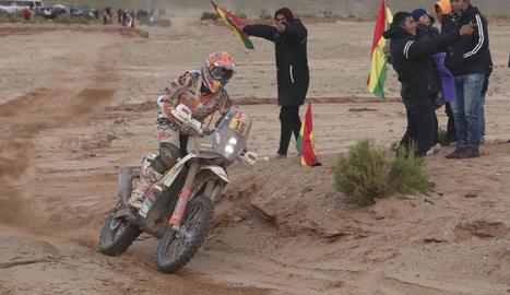 Laia Sanz va poder acabar l'etapa tot i xocar amb una llama.