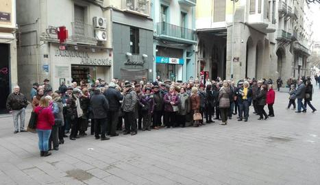 La plaça de la Paeria de Lleida va ser escenari de la concentració de pensionistes que exigeixen millores.