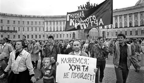 La Unió Soviètica comença a trontollar i s'acaba una era
