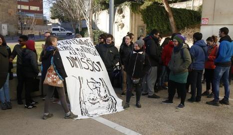 Concentració ahir al Canyeret abans de la declaració dels joves.
