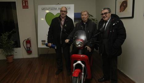 L'alcalde, Àngel Ros, amb el bisbe Salvador Giménez i el delegat de Treball de Lleida, Joan Santacana.