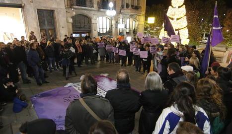 Imatge d'arxiu d'una protesta a Lleida contra la violència contra les dones.