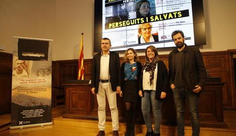 Josep Calvet, Alice Ekman, Rosa Pujol i Jaume Serra, abans de la projecció de 'Perseguits i salvats'.