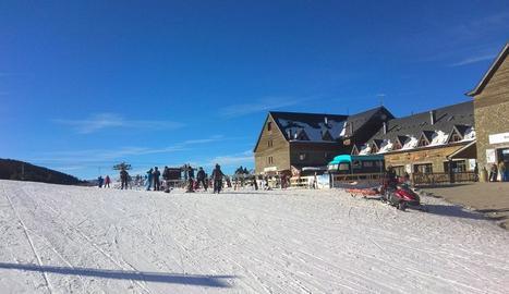 Esquiadors a l'estació de Port Ainé durant la jornada d'ahir.
