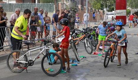 El Triatló de Raimat va congregar l'any passat uns vuitanta corredors infantils.