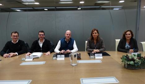 La direcció de TMI juntament amb representants de Cofides.