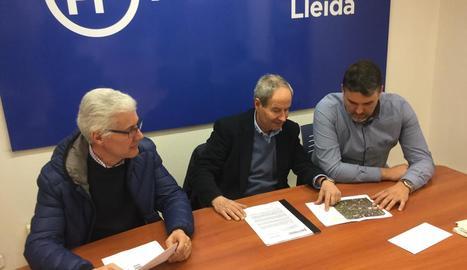 Llorens, al centre, amb Kleber Esteve a la dreta.