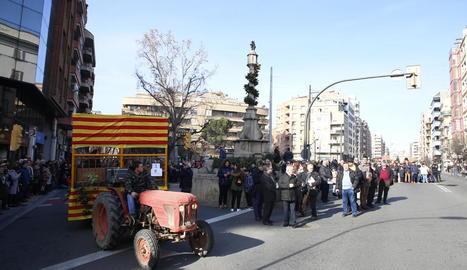 La carrossa de l'Horta, al fer ahir la primera volta a la Creu dels Tres Tombs durant la desfilada tradicional.