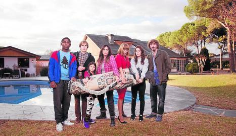 Els protagonistes de la sèrie, que reflexiona sobre la família.