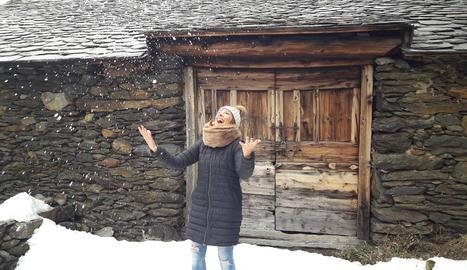 La Inma, disfrutant de la neu.