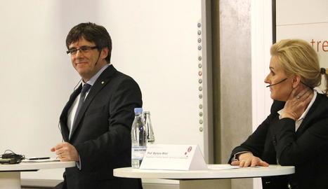Puigdemont, al costat de la professora Marlene Wind durant el debat celebrat ahir a Copenhaguen.