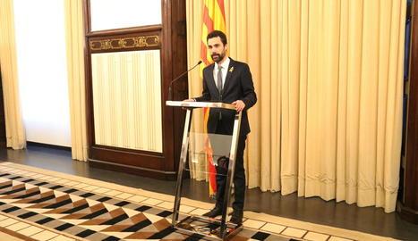 Roger Torrent anunciant, ahir, la designació de Puigdemont.