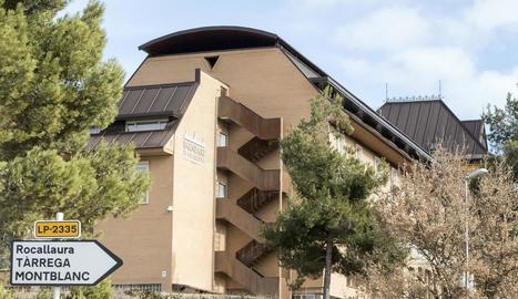 El balneari està ubicat a prop del monestir de Vallbona de les Monges, a la ruta del Cister.