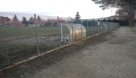 Aspecte deteriorat que presentava ahir el camp de Ciutat Jardí.