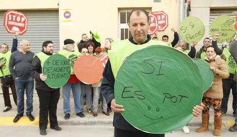 Imatge d'arxiu d'una protesta de la PAH per aturar un desnonament.