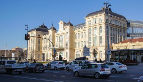 Vista de l'estació de trens de Lleida, que allotja el bar.