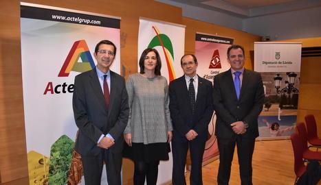 Representants d'Actel i d'Agroseguro, ahir, a Lleida.