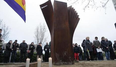 Vista de l'escultura instal·lada a Lleida en honor als deportats als camps de concentració nazis.