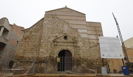 L'església de Rosselló, amb els nous murs i la coberta que substitueixen els que es van enfonsar.
