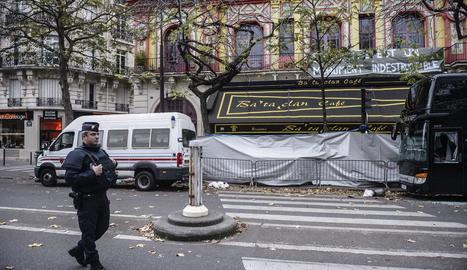 Exterior de la sala d'espectacles Bataclan, després dels atemptats.