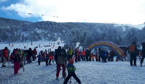 Més de 1.600 persones van esquiar ahir a les pistes de Port Ainé després de desconvocar-se la vaga.