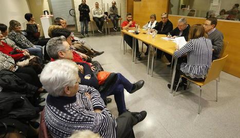 Un moment de l'assemblea de veïns de Jaume I celebrada ahir a la tarda.