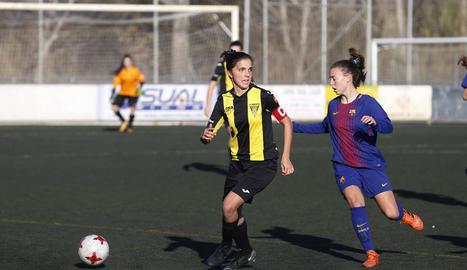 Una jugada del partit que va enfrontar l'AEM i el Pallejà.
