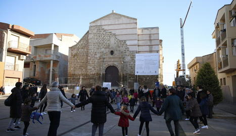 Sardanes per rememorar els dos anys que es va desplomar el campanar i part de l'església.