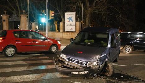 Estat en què va quedar un dels cotxes implicats.