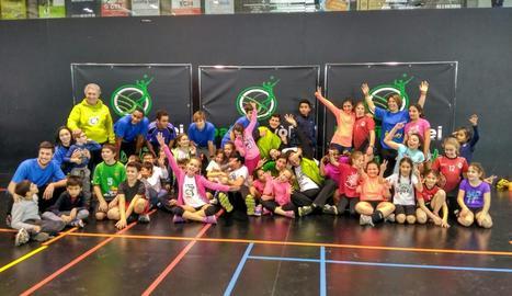 Grup de nens que va participar dissabte passat en una nova edició del Voleibolitza't, que en aquesta ocasió va ser inclusiu.