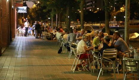Una terrassa plena de clients l'estiu passat.