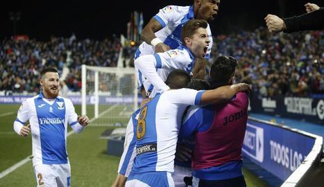 Jugadors del Leganés celebren el gol davant del Sevilla.